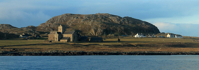 photograph of Iona Abbey and Isle of Iona by portengaround https://flic.kr/p/r9VQNi